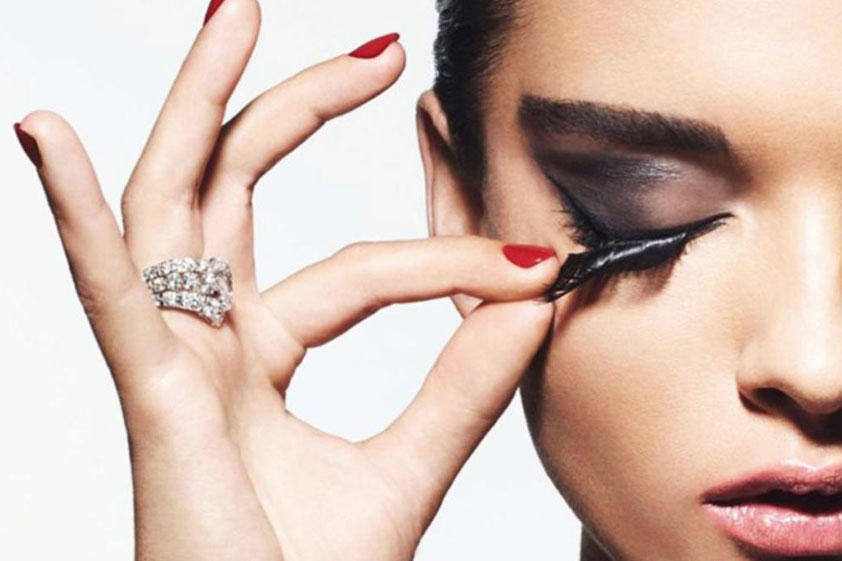How to apply these lashes