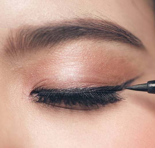 How to use the eyelash extensions to makeup